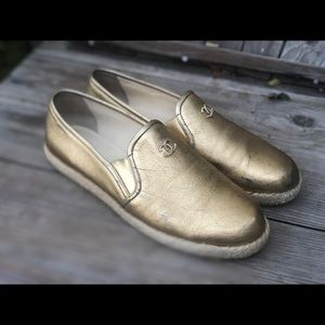 Chanel✨40 Espadrilles loafers gold leather CC logo